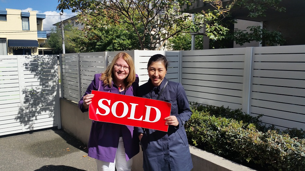 Another happy buyers advocate client with Wendy Chamberlain