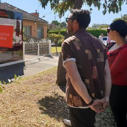 Wendy Chamberlain assists potential homebuyers at an auction in Melbourne